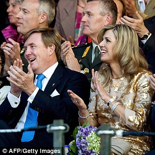 Maxima applauds with the King