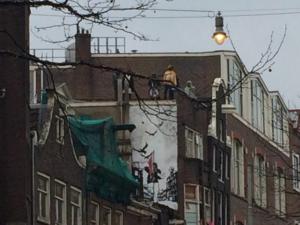 Squatters taunting police atop the Tabakpanden. March 25, 2015 (photo: Zack Newmark / NL Times)
